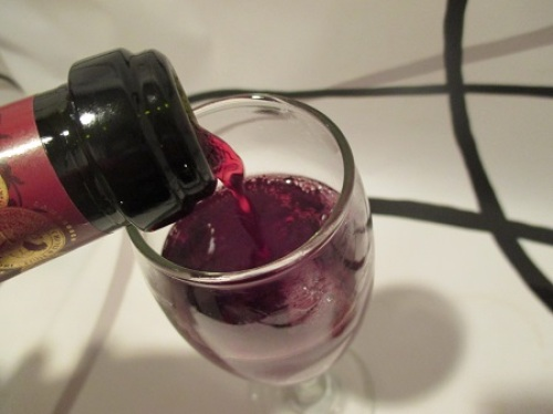 微炭酸で飲みやすい赤ワインをさがしているならスパークリング赤ワインランブルスコ