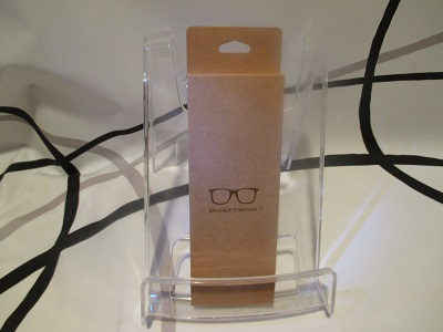予算1500円折り畳めるコンパクトさとウッドデザインが特徴~収納性と光沢素材のオシャレなメガネケース