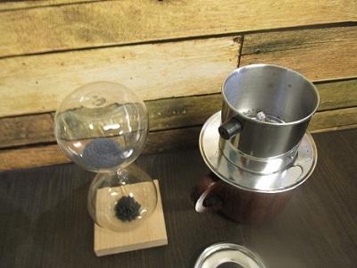 30秒計れる「マグネット砂時計」コーヒーの蒸らしや料理の蒸し具合、焼き加減に役立つ