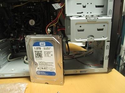 ハードディスクの取り外しと新品のハードディスク取り付け作業ハードディスク交換~その2